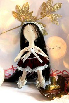 Кукла Большеножка, Марика. Рост 23 см, Одежда из мягкого бордового бархата, кружев и атласных лент, Все снимается. Нововведение: искусственные волосы! Цена: 1800 руб