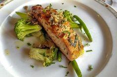 Un preparat rafinat şi gustos, optează şi tu pentru somon cu broccoli şi nuci la ocaziile mai speciale sau în zilele în care vrei să savurezi ceva special!