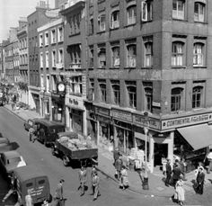 Vintage photos show the eclectic life of Soho through the decades Berwick Street, Carnaby Street, Old Street, Vintage London, Photo Memories, Tumblr, Historical Architecture, Vintage Pictures, Children