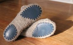 Felted Slippers Pattern, Sewing Slippers, Crochet Shoes, Crochet Slippers, Felt Slippers, Slipper Socks, Homemade Shoes, Felt Boots, Needle Felting Tutorials