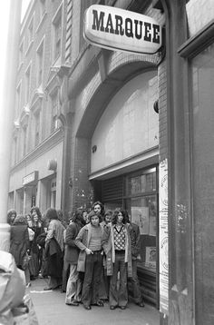 Jimi Hendrix Fans Stand Outside Of The Marquee Club, London, England, 1967 London History, Tudor History, British History, British Pub, British Rock, Vintage London, Old London, Vintage Shops, Underground Club