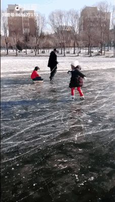 Little girl shows off ice skating skills Images Gif, Funny Images, Best Funny Pictures, Funny Gifs, The Beach, Best Of 9gag, On Thin Ice, Ironic Memes, Skate Gif