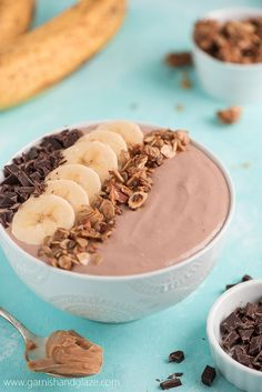 Chocolate PB Smoothie Bowl Start your day with a Chocolate PB Smoothie Bowl that is high in protein and super delicious! Protein Smoothies, Yogurt Smoothies, Smoothie Recipes, Breakfast Smoothies, Breakfast Recipes, Smothie Bowl, Chocolate Peanut Butter Smoothie, Healthy Chocolate Smoothie, Chocolate Yogurt