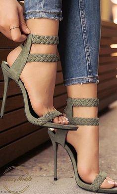 High Heels Shoes Vintage High Heel Shoes Peep Toe High Heel Sandals – Shoes that… High Heels Schuhe Vintage High Heels Schuhe Peep Toe High Heels Sandalen – Schuhe, die ich liebe ! Stilettos, Pumps, Stiletto Heels, Dream Shoes, Crazy Shoes, Me Too Shoes, Hot Shoes, Women's Shoes, Shoe Boots