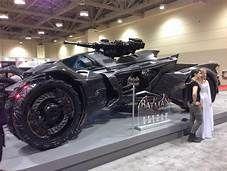 batman arkham knight batmobile in real life - Yahoo Image Search Results Batman Arkham Knight Batmobile, Batman Car, Im Batman, Batman Stuff, Lego Batman, Lamborghini, Univers Dc, Batman Universe, Tim Drake