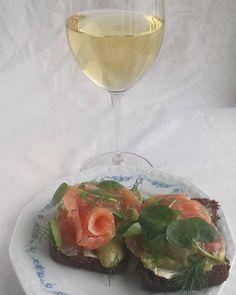 Perjantai. #lohileipä #graavilohi #lohi #kala #itsetehty #ruokablogi #ruoka#kotiruoka #herkkusuu #lautasella #Herkkusuunlautasella #ruokasuomi