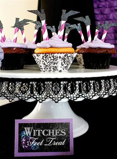 witch cupcakes perfect for Halloween party Halloween Party Treats, Halloween Cupcakes, Halloween Birthday, Halloween Decorations, Purple Halloween, Holidays Halloween, Scary Halloween, Happy Halloween, Halloween Menu