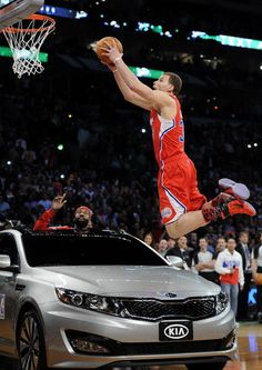 If you look closely, you can see a product placement subtly hidden in this photo. Love And Basketball, Basketball Players, Blake Griffin Dunk, Free Television, La Clippers, Boomer Sooner, Career Planning, Slam Dunk, Team Usa