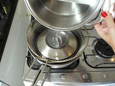 Cubra as rolhas com água fervente