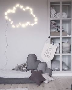 Let's play with string lights to add a magical touch to the kid's room! Room Interior, Interior Design Living Room, Girl Room, Girls Bedroom, Kids Room Wallpaper, Kids Room Design, Home And Deco, Baby Room Decor, Nursery Room