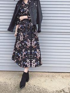UNRELISHの花柄  あけるとガウンにもなって優秀。  サッシュベルトで丈を少し上げてワンピとして きてみました☺️  ガウンできてもかわいいんだろうな Japan Fashion, Minimalist Fashion, Hijab Fashion, Chic Outfits, One Piece, Street Style, Shirt Dress, My Style, Womens Fashion