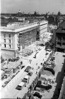 Berlin: Blick von in die Voßstraße (von Wertheim) mit Baubeginn der Reichskanzlei-1938-
