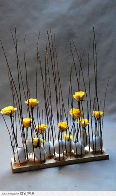 Make Easter decorations - great ideas for Easter - Augusta Osterdeko basteln – tolle Ideen für Ostern garnishment-tinker-with-easter eggs and-blumen_coole-ideas-for-easter-and-for-garnishment-made and natural materials Deco Floral, Arte Floral, Spring Crafts, Ikebana, Easter Crafts, Flower Decorations, Happy Easter, Easter Eggs, Floral Arrangements