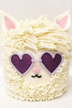 Adorable llama cake with heart-shaped sunglasses Fancy Cakes, Cute Cakes, Beautiful Cakes, Amazing Cakes, Llama Birthday, Salty Cake, Girl Cakes, Dog Cakes, Savoury Cake