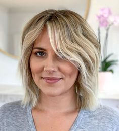 50 Blunt Cuts and Blunt Bobs That Are Dominating in 2020 - Hair Adviser Blunt Haircut With Layers, Blunt Haircut Medium, Blunt Bob Haircuts, Medium Hair Cuts, Blunt Cut With Layers, Layer Haircuts, Girl Haircuts, Thin Bangs, Short Hair With Bangs