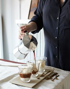 Affogato (espresso poured over ice cream or gelato) makes a perfect, no-fuss ending to a dinner party. I love affogato Just Desserts, Delicious Desserts, Yummy Food, Best Espresso, Espresso Coffee, Affogato, Cafetiere, Coffee Love, Frozen Treats