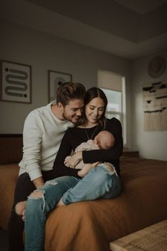 New Parents with their Newborn Newborn Family Pictures, Newborn Baby Photos, Baby Poses, Newborn Poses, Baby Boy Newborn, Family Photos, Sibling Poses, Newborn Shoot, Family Photo Sessions