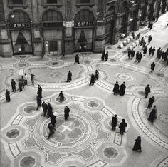 Galleria Vittorio Emanuele II, Milano anni cinquanta ©Mondadori Portfolio/Mario de Biasi