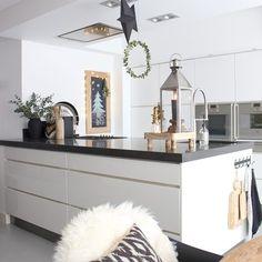 10 Inspiring Modern Kitchen Designs – My Life Spot Home Kitchens, Modern Kitchens, Modern Kitchen Design, Kitchen Accessories, Kitchen Island, Home And Garden, Inspireren, Room, Inspiration