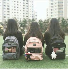 image discovered by ˗ˏˋ wen ˎˊ˗. Discover (and save!) your own images and videos on We Heart It Ulzzang Korean Girl, Ulzzang Couple, Ulzzang Fashion, Korean Fashion, Mochila Kpop, Photos Bff, Bff Girls, Korean Best Friends, Shadow Photos
