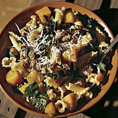 ¿Cómo hacer Pasta with Pumpkin, Sausage, and Cavolo Nero? This hearty fall dish is a wonderful way to incorporate fresh pumpkin into a simple but. Read More The post Pasta with Pumpkin, Sausage, and Cavolo Nero appeared first on Recetas Cocina Facil. Pumpkin Quinoa, Roasted Pumpkin Seeds, Pumpkin Soup, Pumpkin Dessert, Pumpkin Bread, Pumpkin Spice, Pumpkin Pasta, Cavolo Nero Recipe, Savory Pumpkin Recipes