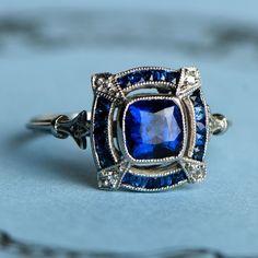 A beautiful Sapphire Engagement Ring. Engagement Ring Buying Guide, Engagement Rings Cushion, Modern Engagement Rings, Antique Engagement Rings, Antique Rings, Antique Sapphire Rings, Halo Engagement, Wedding Rings Vintage, Vintage Rings