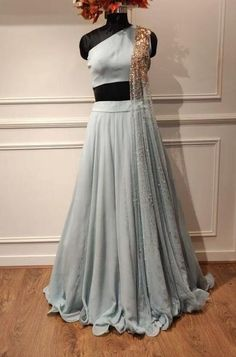 BOTTLE GREEN LEHENGA – Studio You are in the right place about Blouse sewing Here we offer you the most beautiful pictures about the Blouse boho you are looking for. When you examine the BOTTLE Women's Dresses, Indian Gowns Dresses, Party Wear Dresses, Fashion Dresses, Wedding Dresses, Peach Prom Dresses, Stylish Dresses, Hijab Fashion, Indian Wedding Outfits