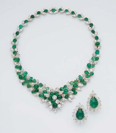AN EMERALD, DIAMOND, GOLD AND PLATINUM NECKLACE, BY VAN CLEEF & ARPELS AND A PAIR OF EMERALD AND DIAMOND EARRINGS