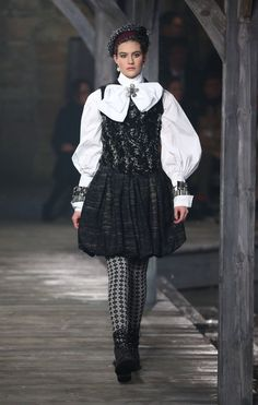 Chanel Metiers d'Art Pre-Fall 2013 Runway Show Photo 1