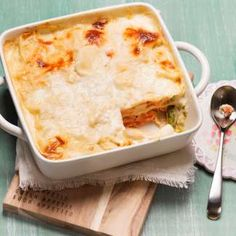 Spargellasagne mit frischem Lachs Foto: Mona Lorenz Lasagna, Macaroni And Cheese, Mona, Smoothies, Food And Drink, Pasta, Ethnic Recipes, Best Asparagus Recipe, Oven