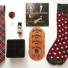 """Gentleman's Box """"Southern Gentlemen"""" Box had me  Fathers Day is coming soon! 30% Off Coupon too! Check it out. Link on the bio. @thesubscriptionboxfamily .  . #gentlemanstyle #gentlemansbox #subscriptionbox #review #unboxing #style #menstyle #mensaccessories #style #fashion #dapper #luxe #flatlay #man #men #gentlemensbox #summer #southern #southerngentleman #jimbeam #cheers #skincare #fathersday #dad #fathersdaygifts #couponcodes #subscription #subscriptionaddiction #subscriptionboxes"""