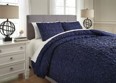 Pin By Meubles Ashley Homestore On Magnetique Moody Duvet Cover Sets Duvet Cover Master Bedroom Bed Linens Luxury