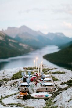 Intimate mountaintop picnic at Mountaintop Wedding   Image by Genevieve Renee Photographie