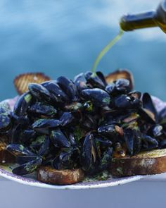 Creamy mussels with smoky bacon & cider.    Ladies love mussels.  And muscles.