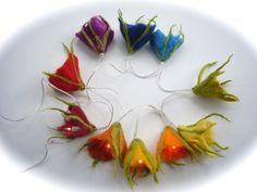 Regenbogen-Lichterkette.filz+gefilzt+von+Filz-Art.+auf+DaWanda.com Nuno Felting, Needle Felting, Felt Crafts, Crafts To Make, Felt Fairy, Flower Lights, Felting Tutorials, Felt Patterns, Fairies