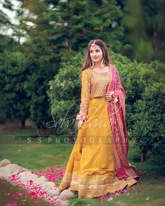 Image may contain: one or more people, people standing and outdoor Pakistani Mehndi Dress, Asian Wedding Dress Pakistani, Bridal Mehndi Dresses, Beautiful Pakistani Dresses, Pakistani Fashion Party Wear, Pakistani Formal Dresses, Bridal Dress Design, Wedding Dresses For Girls, Pakistani Dress Design