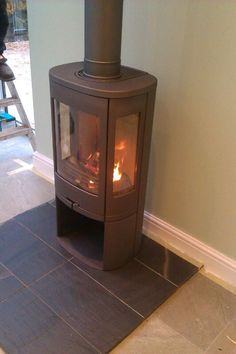 Freestanding Contura 850 wood burning stove supplied by Topstak in Cardiff. Free Standing, Wood, Wood Burning Logs, Wood Fireplace, Modern Wood, Stove, Fireplace, Wood Burning Fireplace, Wood Burning Stove