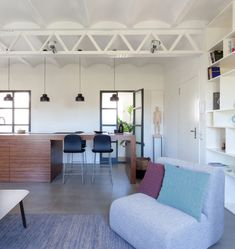 This apartment is located in the Ciutat Vella neighborhood, in Barcelona. Refurbished as a second home, it was redistributed, replacing the main structural wall with a metallic beam that is very we…