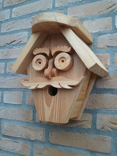 Keeping birds as pets or to rear for breeding comes with a certain amount of responsibility and basic knowledge. When it comes to birds, it is impo Bird House Feeder, Bird Feeders, Wood Projects, Woodworking Projects, Woodworking Skills, Wood Crafts, Diy And Crafts, Bird House Plans, Bird Houses Diy