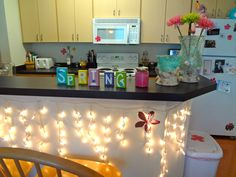 College apartment kitchen. I think this is soo pretty (: