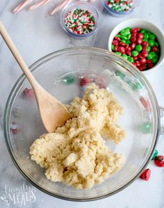 Sugar Cookie CakeHoliday Sugar Cookie Cake Warning: If you have an unhealthy addiction to caramel apples, do NOT watch this video. Best Grill Recipes, Easy Potluck Recipes, Easy Summer Desserts, Unique Desserts, Grilling Recipes, Quick Easy Meals, Dessert Recipes, Family Fresh Meals, Family Recipes