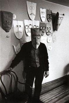 "Untitled from the ""Mask"" series with American illustrator Saul Steinberg by Austrian-born photographer Inge Morath via magnum photos Saul Steinberg, The New Yorker, Kasimir Und Karoline, Inge Morath, Creation Art, Photo Portrait, Manhattan, Foto Art, Mask Party"