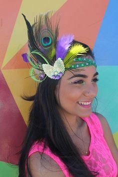O Carnaval é uma época esperada o ano inteiro pelos foliões. Uma época de irreverência, alegria e de muita cor. Pensando nisso, muitas lojas preparam suas