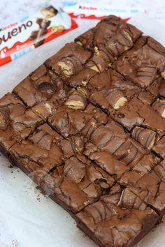 – Jane's Patisserie Kinder Bueno Brownies! – Jane's Patisserie - Nutella Recipes, Brownie Recipes, Cookie Recipes, Dessert Recipes, Tray Bake Recipes, Baking Recipes, Kinder Bueno Recipes, Janes Patisserie, Easter Recipes