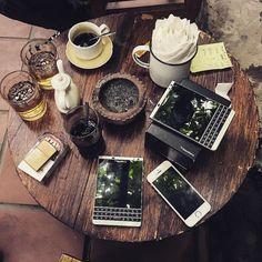 "#inst10 #ReGram @beannguyen1989: Sáng cf cùng nàng bb =)) #blackberry #hanoi #passport #vietnam #cafetrinh ...... #BlackBerryClubs #BlackBerryPhotos #BBer ....... #OldBlackBerry #NewBlackBerry ....... #BlackBerryMobile #BBMobile #BBMobileUS #BBMibleCA ....... #RIM #QWERTY #Keyboard .......  70% Off More BlackBerry: "" http://ift.tt/2otBzeO ""  .......  #Hashtag "" #BlackBerryClubs "" ......."
