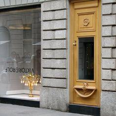 "p* : Victor & Rolf flagship store milano (r.i.p.) ""upside down interior design"""