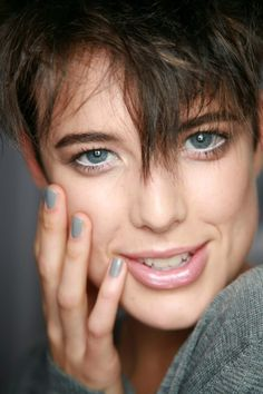 Agyness Deyn...there is so many perfect things about this image...but mostly the perfect tones of grey!