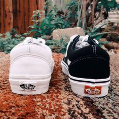 Versatile old skool vans, white leather black canvas. Tretorn Sneakers, Man Shoes, Old Skool, Black Canvas, White Leather, Vans, Fashion, Walking Shoes For Men, Moda