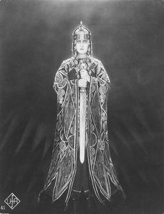 Margarete Schön  in movie DIE NIBELUNGEN I:  SIEGFRIED. 1924  Director: Fritz Lang