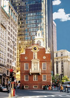 Experience the best of greater top attractions in one morning on a guided American history tour around the neighboring towns of Cambridge, Lexington and Concord! Boston Activities, Boston Things To Do, American History, Times Square, Multi Story Building, United States, Tours, Stock Photos, Greater Boston